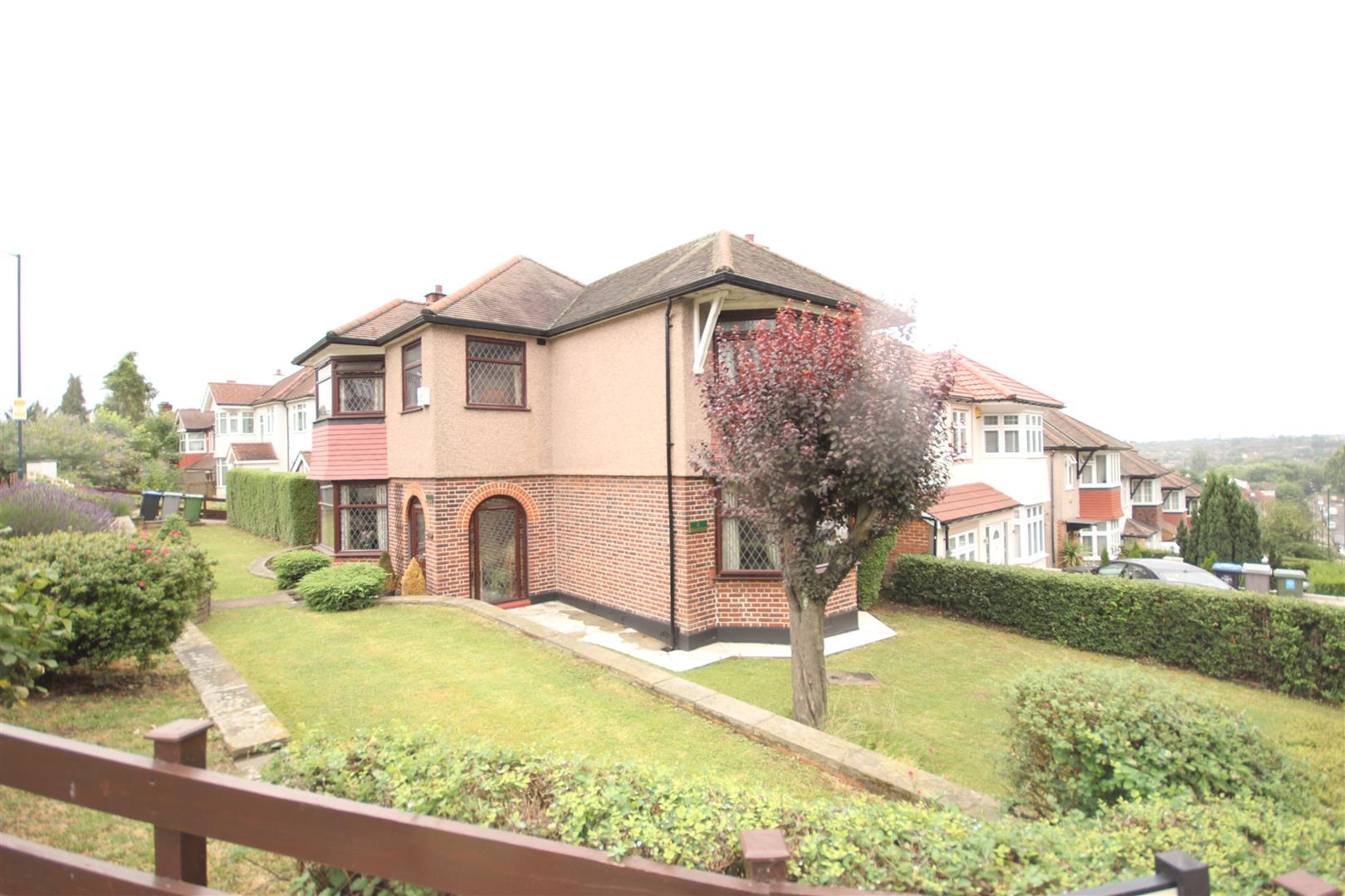 4 Bedrooms Detached House for sale in Parkside, PEN-Y-BRYN, London NW2 6RH